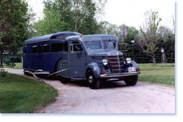 RV Historic Article - Hindley's 1937 Curtiss Aerocar 5th Wheel House Trailer | Featured Image